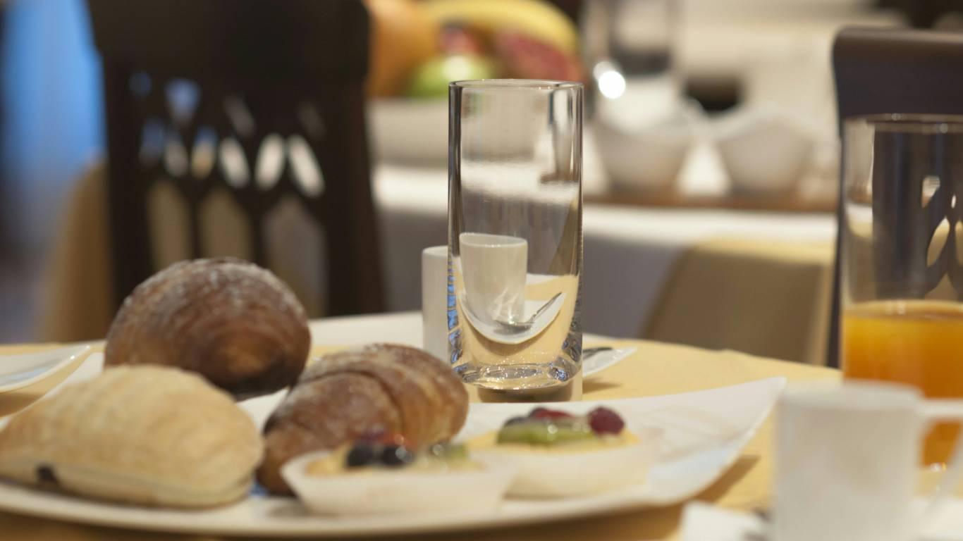 hotel-san-berardo-breakfast-5
