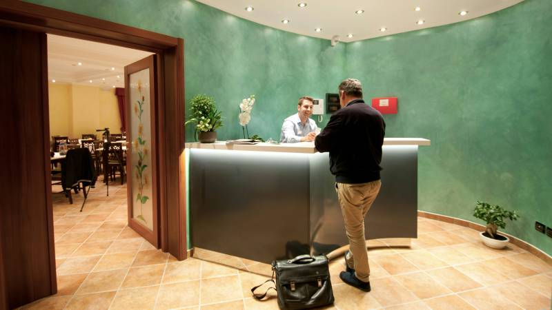 hotel-san-berardo-reception-2